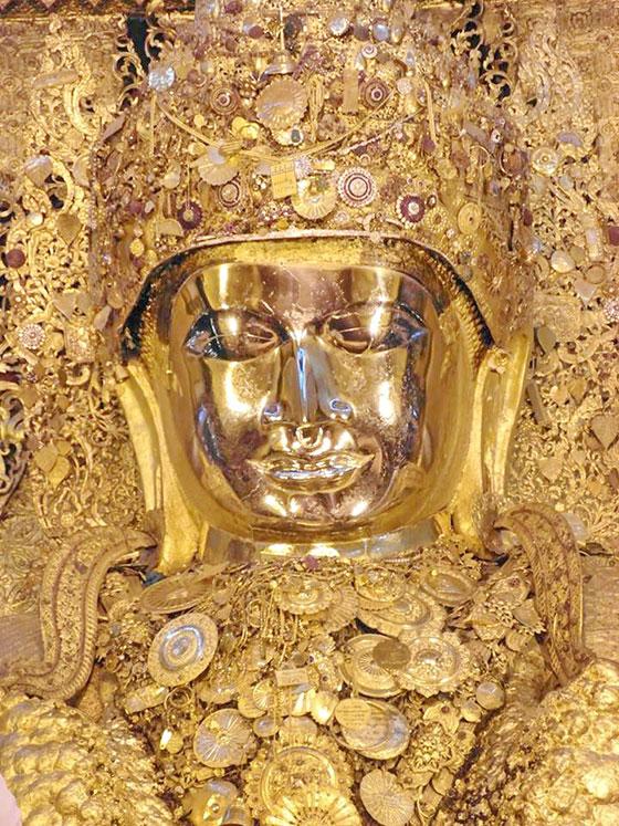 พิธีล้างพระพักตร์พระมหามัยมุนี หนึ่งในเบญจมหาบูชาสถาน อันมีความสำคัญสูงสุดของประเทศพม่า